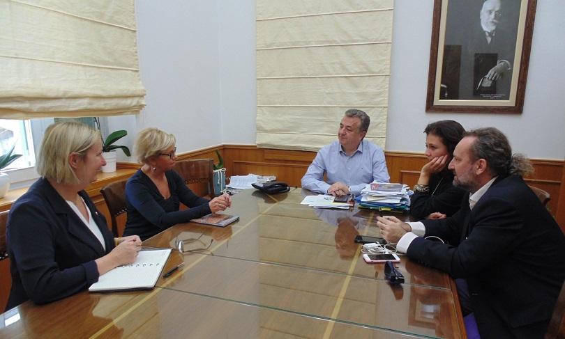 Οι Επιθεωρήτριες των Ευρωπαϊκών Σχολείων Τούλα-Μαρία Χούισμαν (Φιλανδία)  και Λίντε Βαν ντεν Μπος (Ολλανδία) συναντήθηκαν σήμερα με τον Περιφερειάρχη  Κρήτης ... c2d7954f716