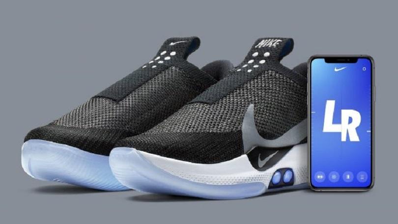 34e6735d484 H εταιρεία Nike παρουσίασε τα πρώτα αθλητικά παπούτσια, τα οποία  προσαρμόζονται μόνα τους στο σχήμα του ποδιού, ελεγχόμενα με εντολή που  παίρνουν από ένα « ...